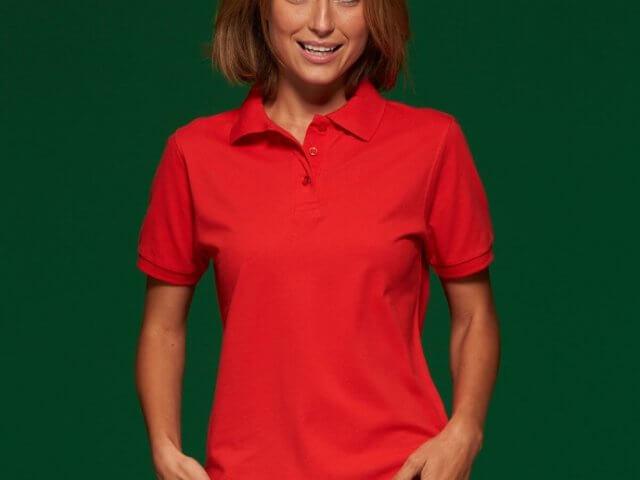 Polo donna rossa personalizzata: 5 tipi di stampe che faresti meglio ad evitare