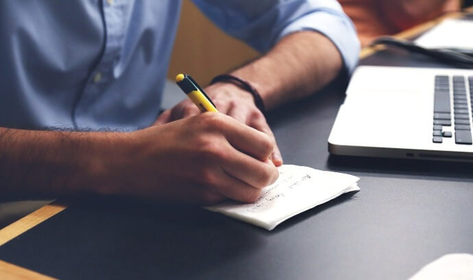 Penna da regalare personalizzata: iniziali VS nome completo e altri dubbi